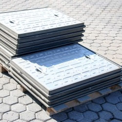 Galvanised-Manhole-Covers-600mm-450mm-800